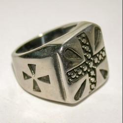 Массивный мужской перстень с крестом