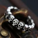 Стальное кольцо с черепами